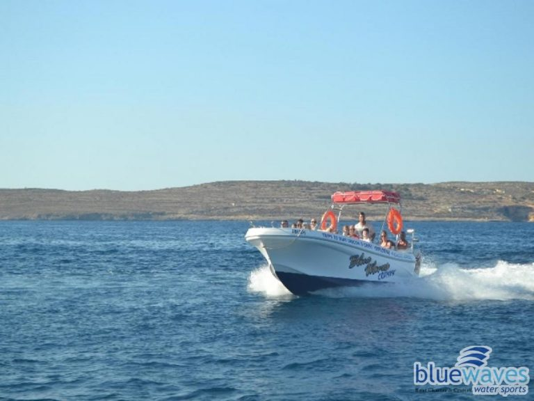 Speedboat charter